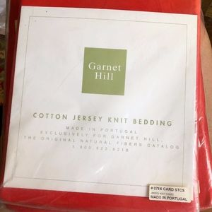 GARNET HILL red jersey fitted sheet & 2 cases/NEW
